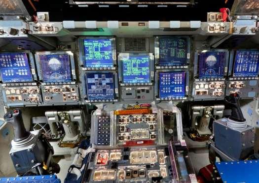 Visite virtuelle du cockpit de la navette spatiale