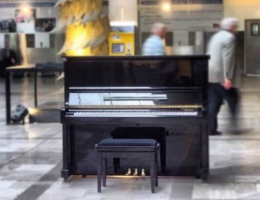 Le piano de la gare Montparnasse, Street Pianos